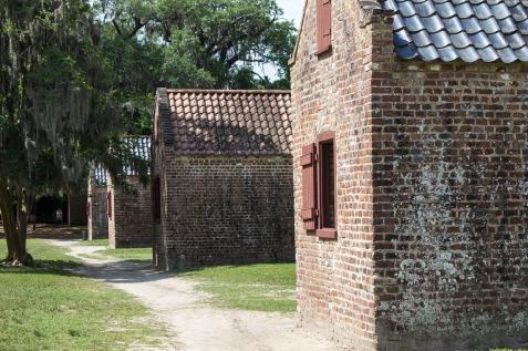 slave-quarters-1499121_1920